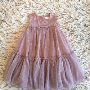 POMPdeLUX kjole i str. 86 Brugt 2 gang er så smuk på.   Handel via ts pålægges der ts gebyr på prisen.   Sender gerne hvis du betaler porto.