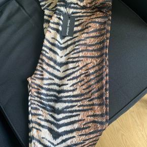 Helt nye leggings  Stadig med mærker i.  Str S/M Black Colour - Annie mesh- Tiger
