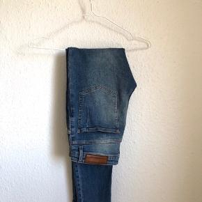 Skinny jeans fra Won Hundred Str 31/32  Købt i genbrug  BYD!