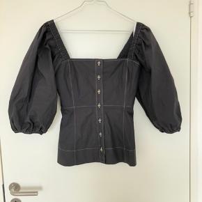 Fin bluse/skjorte fra Ganni, aldrig brugt