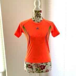 UEFA Champions League. Official Licenced Product.  For flere billeder se i kommentar.  Farve: Neon orange.  100% Polyester.  Se også mine andre annoncer ;)