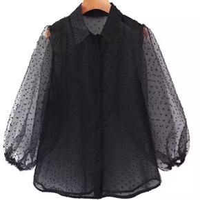 Chiffonskjorte med prikker