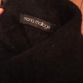 Mana Maillage lille poncho. Tørklæde. Købt i Louisianas museumsbutik. Meget blød og varm. Byd