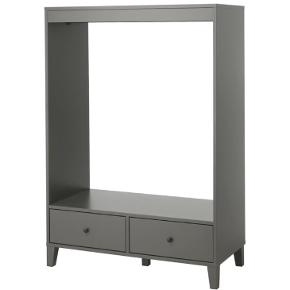 Sælger denne fine tøjreol. Fra IKEA Lækker mørkegrå farve. Måler 120x173 cm  Byd gerne. Afhentes i Holbæk eller udbringes mod betaling