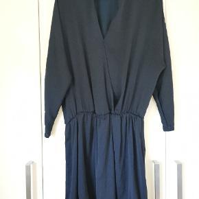 Fin kjole, str. M. Ingen synlige brugsspor