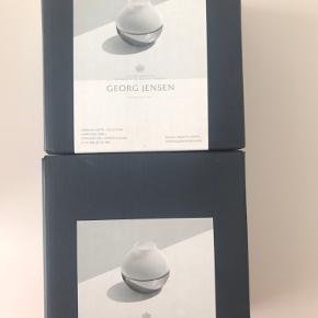 To helt nye Georg Jensen lysestager, fået i firma julegave. De sælges samlet.