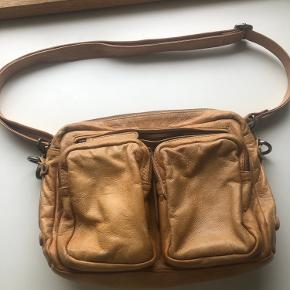 God taske der kan være meget i Næsten som ny, brugt et par gange