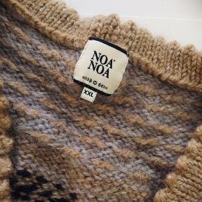 Lækker cardigan fra Noa Noa , der står XXL i nakken, vil sige den mere er m/L i str😊 Dejlig lun🤩🔥