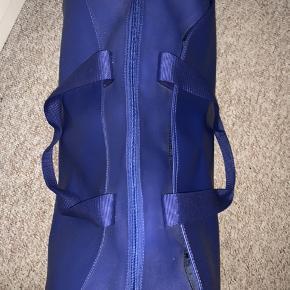 Helt ny Lacoste taske, aldrig brugt, grundet fejlkøb