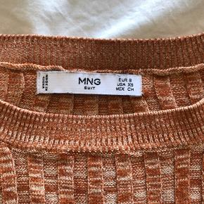 Trøje fra Mango i str small. Lille i størrelsen.