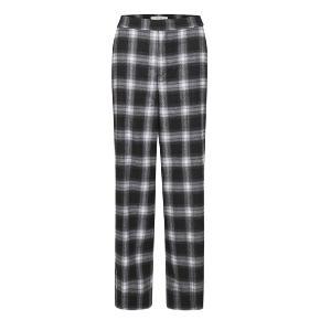 CharlesGZ pants.   70 % polyester, 25 % viscose, 5 % elastan.