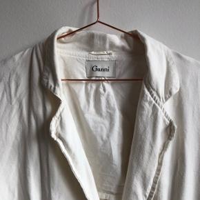 Den skønneste jakke fra Ganni i hør!