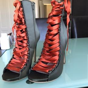 Helt nye Steve Madden støvler/stiletter som aldrig er brugt. Købt i USA for omkring 1.200 kr.