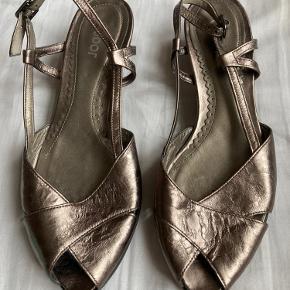 About Vintage Sandaler