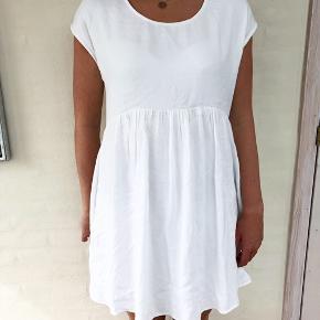 Fin kjole med blonderyg. Brugt få gange 💐   #30dayssellout