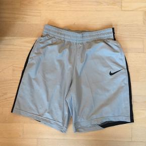 Retro Nike basket shorts