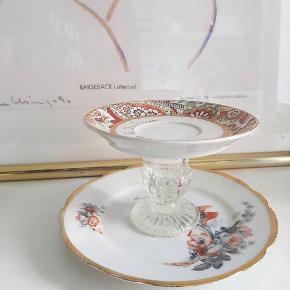 Unikke hjemmelavede smykke holdere. Kan laves i flere størrelser, de store kan også bruges som kage fade. Lavet af 100% genbrug.