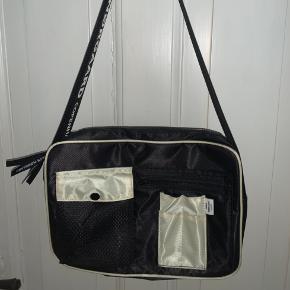 """Sælger denne Mads Nørgaard """"Bel Couture Cappa Base"""" taske. Den er maks brugt 3 gange, så fremstår derfor som ny! Byd 🙂"""