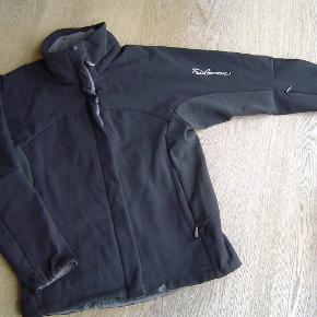 Varetype: Fedeste softshell/neopren jakke med snefang fra Salomon str. LFarve: Sort  Fedeste softshell/neopren jakke med snefang fra Salomon str. L  Byd!