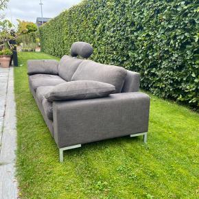 Mærke - Søren Lund  Rigtig fin sofa, som trænger til ombetrækning Ellers god stand! Sofaens mål:  Længde: 2,48 m Dybde: 87 cm RygHøjde: 68 cm  En dejlig 3 personers familiesofa, som vi har været rigtigt glade for:)