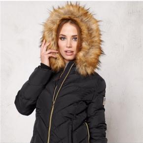 Svea jakke sælges købt i Sverige for 2000 danske kroner.   Mp= 700kr