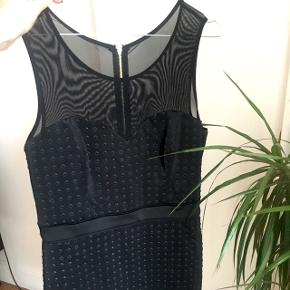 Helt ny sort smuk kjole fra Guess i str. L. Stadig med prismærke 😊