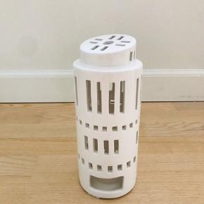 Super flot Kähler Urbania lyshus tårn. Kun stået til pynt og brugt elektronisk fyrfadslys. Højde 22 cm