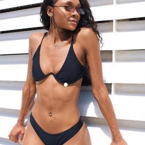 Sælger denne super fine Underwire bikini fra Veraldo i størrelse L.   Bikinien sælges udelukkende pga at bikinien er for lille og jeg ikke har nået at sende den retur i tide.   Bikinien fejler ingenting og ligger stadig i original emballage.   Bikinien er en størrelse L, men passes nærmere af en M  Sælger også bikinien i en størrelse M  Nypris var 299,-