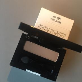 Nilens Jord Brow powder i light Brown. Sælges kun da jeg fik en ekstra i gave 🌸 Købspris 180,-