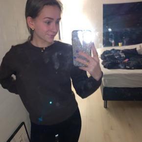 Flot brun sweatshirt - str xs kan også fitte en s 140 inkl  Sælger andre mærker som: Zara, h&m, ganni, Nike, Adidas, Missguided, pretty little thing, gina tricot
