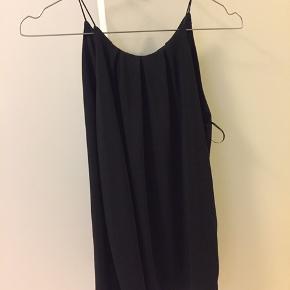 Fin top fra Gina tricot sælges.   Brugt maks 2 gange.   Byd gerne:)   #30dayssellout