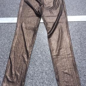 Leggings str. S/m. Ubrugte. Ligeså de stribede bukser fra ONLY, som er en str. 40 m. lav talje. Haremsbuksen er en str. 38. Brugt få gange. Prisen er pr. del.