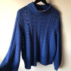 Sælger denne sweater, fra NAKD. Den er brugt 8-10 gange, men ingen tegn på slid:) BYD gerne
