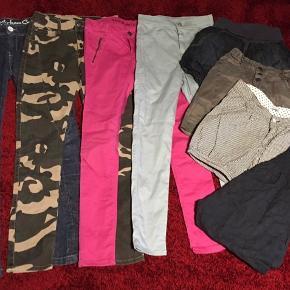 8 par underdele til piger🌸  5 par bukser, 3 par shorts Mærker som PomDeLux, Grunt, H&M, name it og Boca.  Alle str. 152/11-12 år Sælges kun samlet 150kr🌸