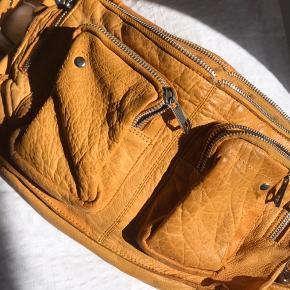 Sød gul Nunoo Alimakka taske, super fin til sommer outfittet☀️