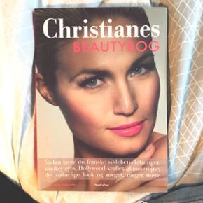 Christianes beautybog med en helt masse fede makeup tips   Kan godt aftale at mødes i Aarhus, ellers betaler køber selv for fragten :)