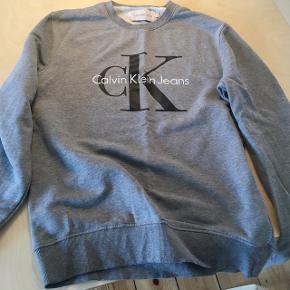 Unisex Calvin Klein sweater meget lidt brugt. Størrelse M. Forhandler gerne men skambud besvares ikke.