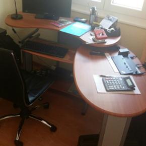 Bureau modulable comme neuf....chaise de bureau offerte