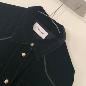 Helt ny velour skjorte fra THE LAB  - skriv endelig for flere billeder eller mere info🌸