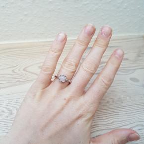 """Ring fra islandsk design """"Frida""""  Nypris 1099 Str 50  Giv et bud! 😊 Eller køb sættet med øreringe samlet til 200!"""