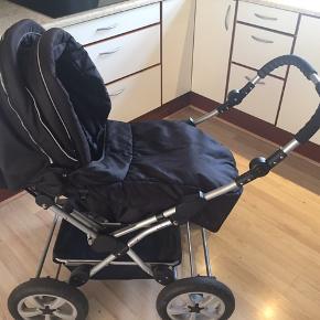 Zero2four klapvogn med vendbart styr. Incl kørepose. Punkteringsfrie hjul. Ryggen kan ligges helt ned