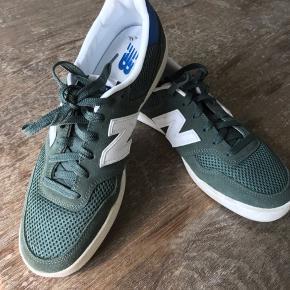 Et par New Balance sneakers kun brugt to gange.