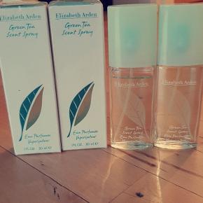 4 parfumer af Elizabeth Arden. Den ene er der brugt minimal af, men de 3 andre er ubrugte. Alle 4 for 175 kr.