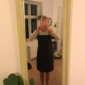 Prøvet på, men aldrig brugt. Smuk kjole fra hosbjerg i størrelse 36.