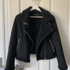 Sælger denne rulamsjakke / biker jakke fra ZARA. Den fejler absolut intet og er dejlig varm!