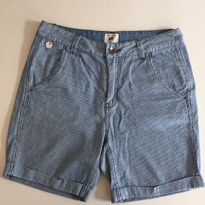 Shorts fra Lee. Nypris 600,-