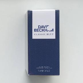 David Beckham Classic Blue 90 ml. Jeg sælger denne ubrugte og uåbnede parfume. Jeg er villig til at forhandle om prisen, dog frabeder jeg mig useriøse bud.