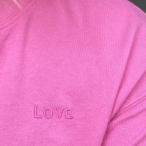 Fed sweatshirt fra h&m    Kan passes af en M/L Kæber betaler fragt  BYD BYD BYD!