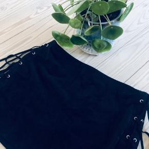 Imiteret ruskinds nederdel  Sender med DAO, på købers regning 📦 Kan afhentes i Grenaa eller Sabro efter aftale