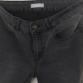 Fede slim fit jeans med lidt stræk. Str. Er en lille L. Vil mene det nærmere er en S/M.